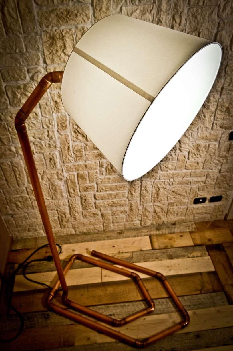 Lampada e sedia firmate Creazioni design