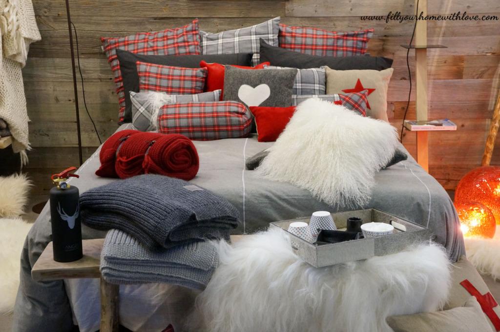 letto matrimoniale, cuscini, coperte, cuscini in pelliccia