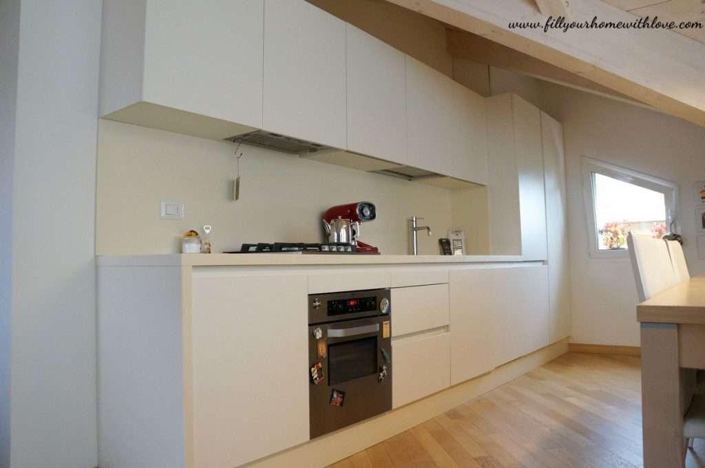 cucina bianca in stile moderno