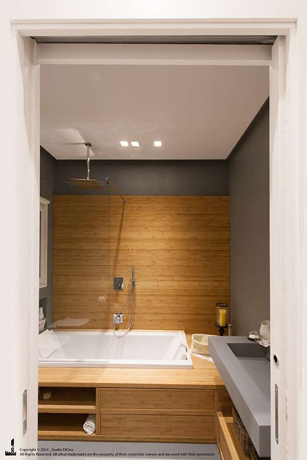 Wood and design for the renovation of this wonderful bathroom, supervised by Dida Associated Architects Agency/Homify.it