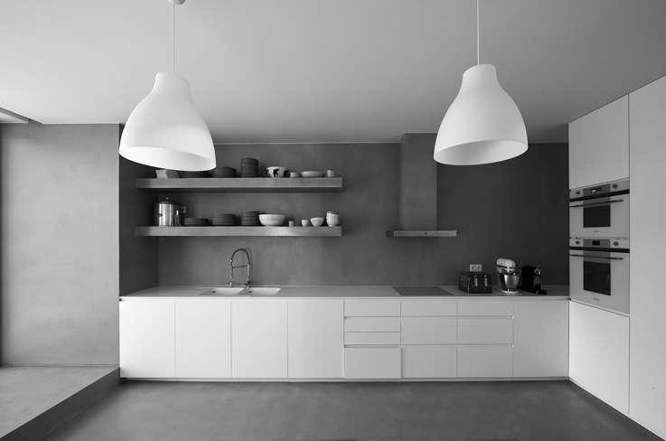 cucina all'interno della villa progettata daFrederico Valsassina Arquitectos