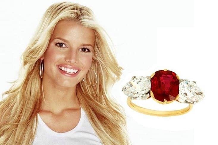 anello di fidanzamento rubino