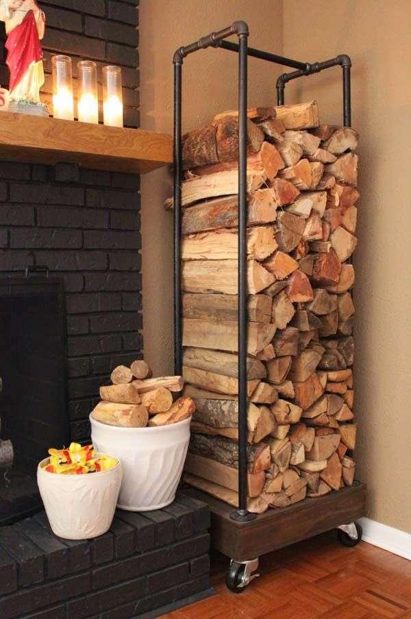 Come sistemare in modo originale la legna per il camino.