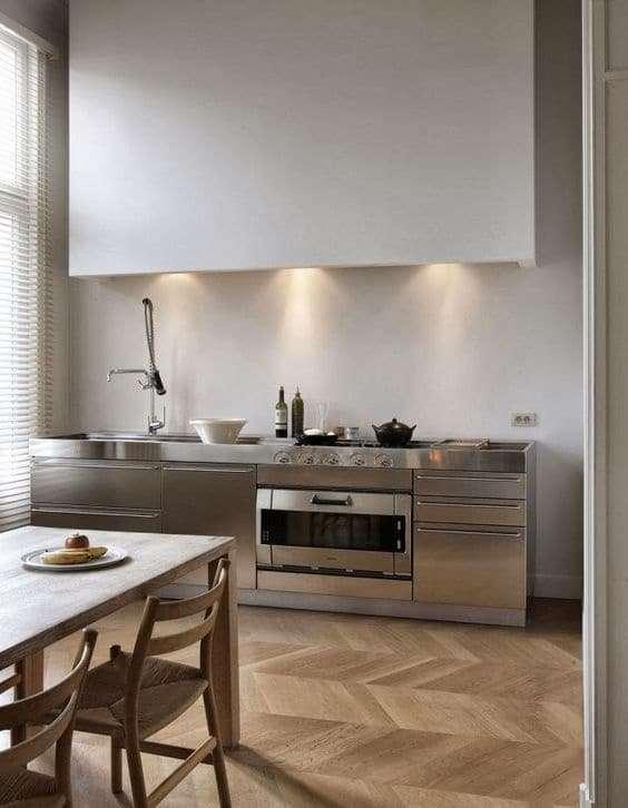 cucina in acciaio con top in acciaio