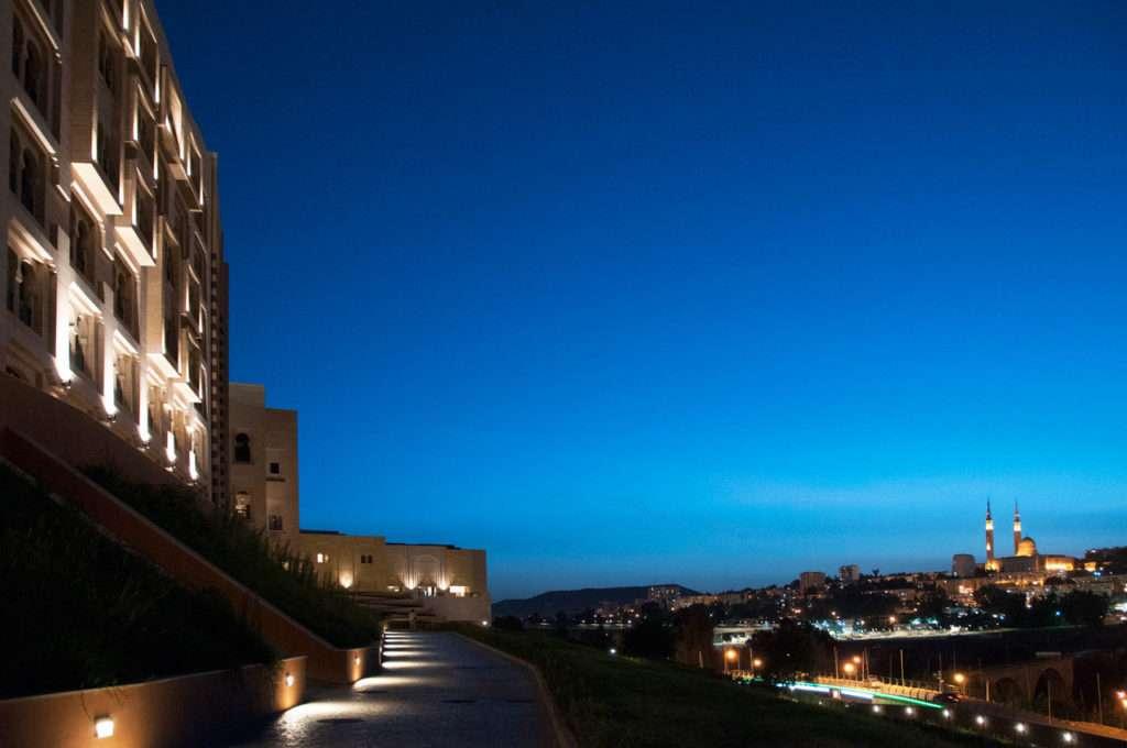 L'Hotel Marriott Constantine ***** in Algeria illuminato da B Light.