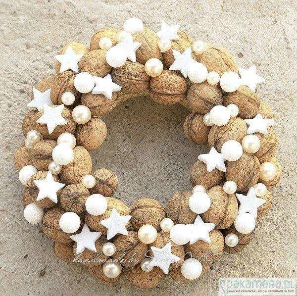 ghirlanda di natale con noci e perle