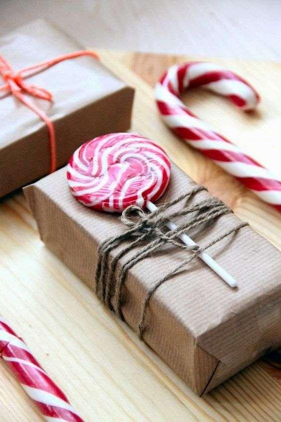 pacchetti regalo natalizi con lecca lecca