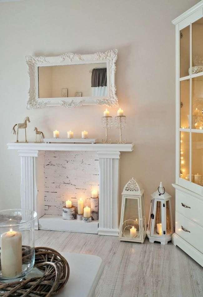 Camino romantico con candele chiaro