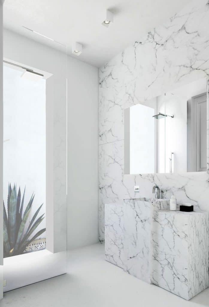 bagni in marmo luminosi