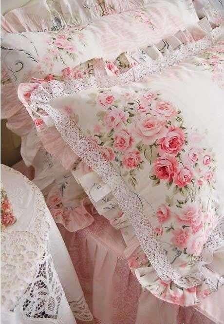 cuscini shabby chic con motivi floreali