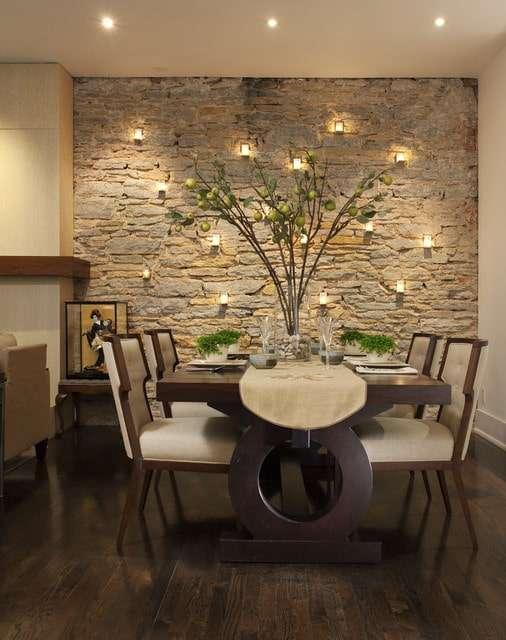 pareti di pietra da interno illuminate