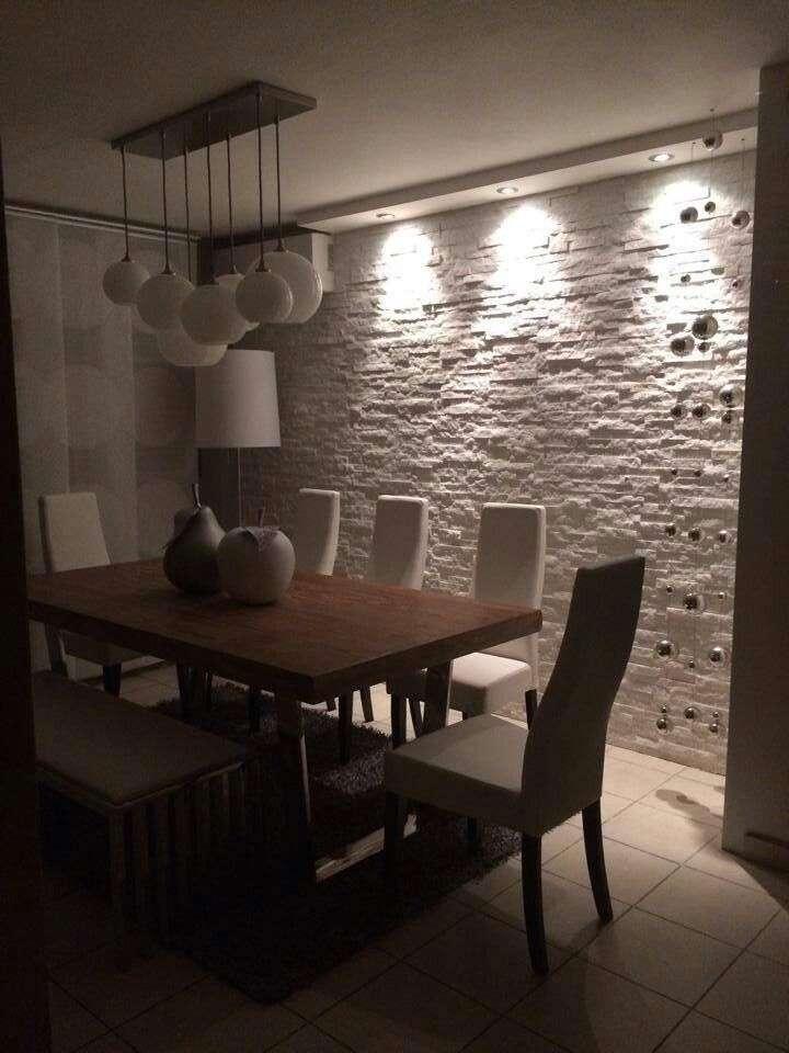 pareti in pietra da interno illuminate