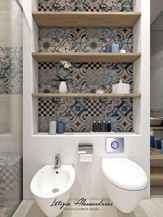 bagno piccolo e pareti contenitrici