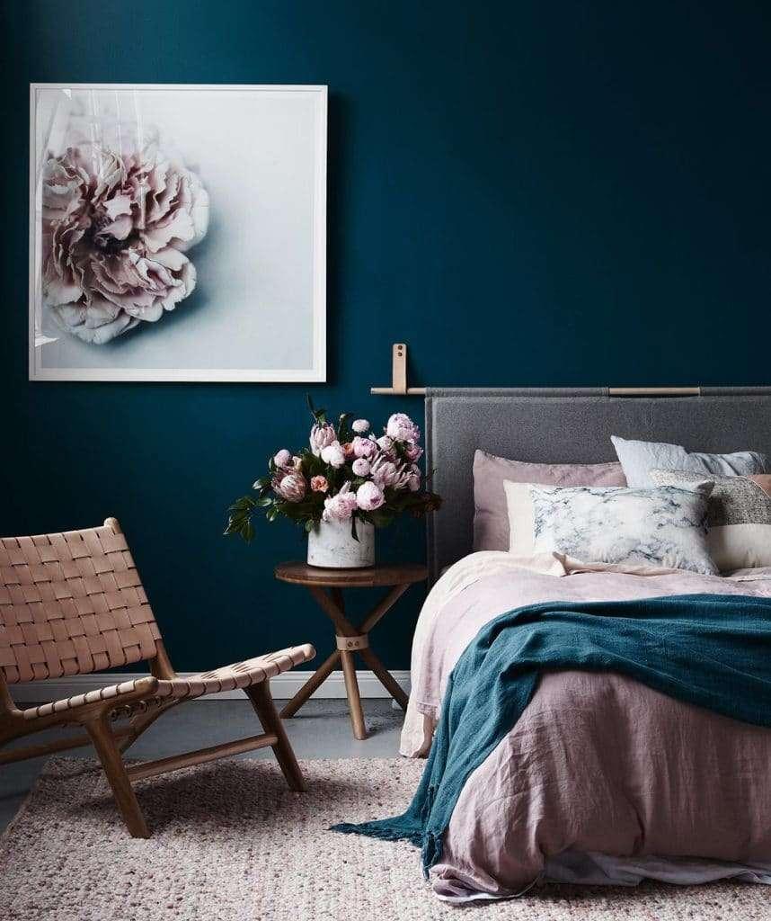 colori parete camera da letto con accessori a contrasto