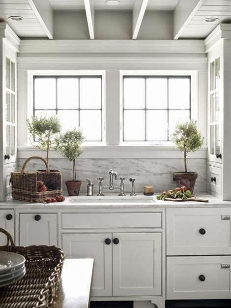 grandi finestre cucine provenzali