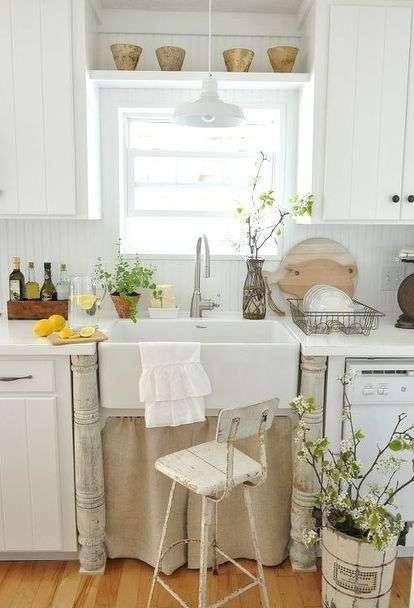 stoffa scorrevole nelle cucine provenzali