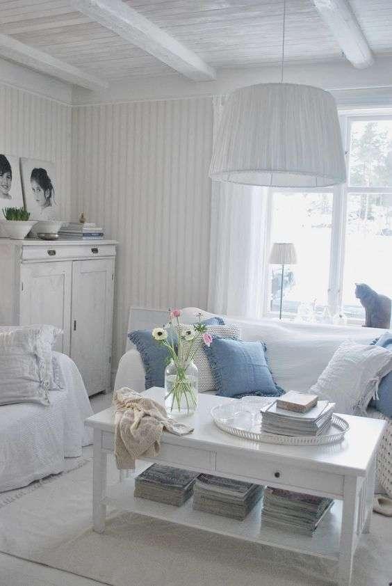 salotto shabby bianco e azzurro