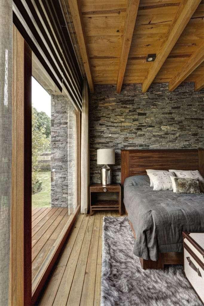 pareti in pietra camera da letto con legno
