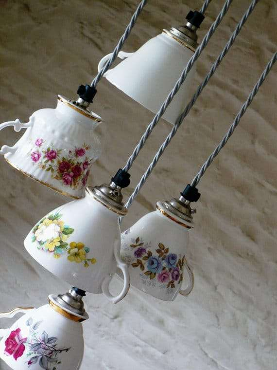 lampadario vintage con elementi riciclo