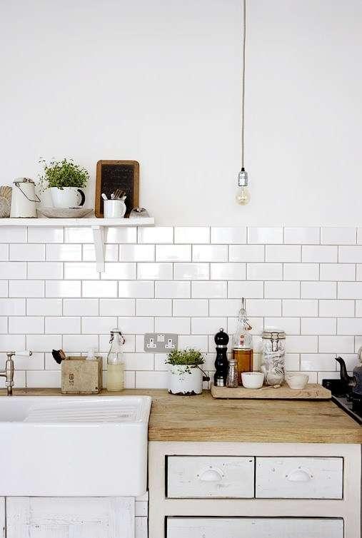 cucine bianche con mattonelle