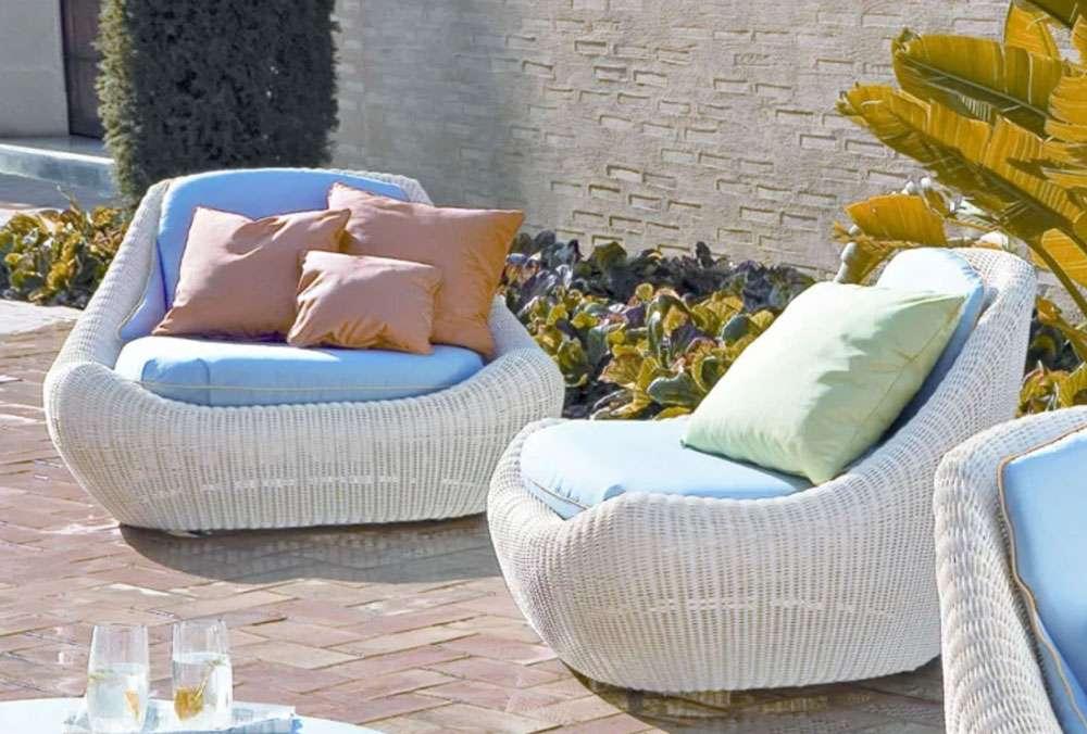 mobili da giardino in rattan chiaro