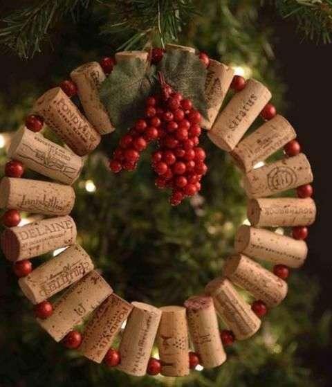 ghirlande di Natale realizzata con tappi di sughero