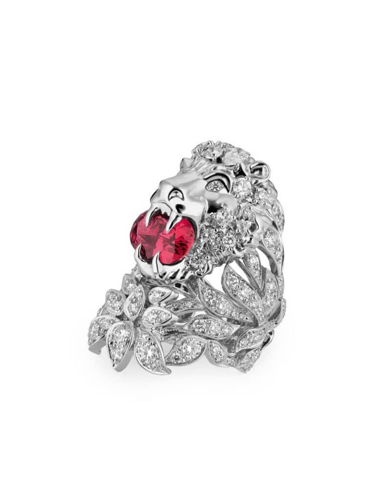 Fashion jewelry. Il design di preziosi conquista la moda
